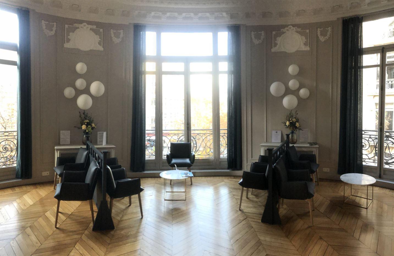 Mise en décoration florale des différents halls d'accueil de l'Institut de Radiologie, avenue Hoche à Paris